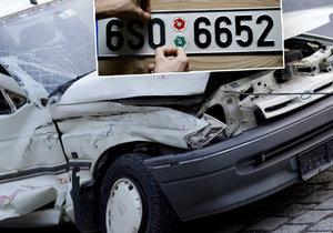 Mladík (18) ujel od nehody: Pak z auta sundal značky a nahlásil ho jako ukradené