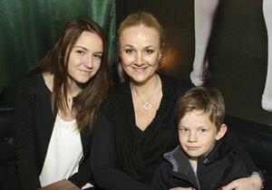 Linda s dcerou a synem
