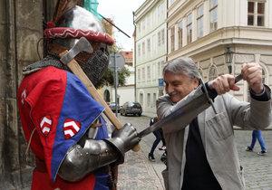 Pavel Soukup (67) navštívil místa, kde před rokem točila francouzská hvězda Jean Reno (67) třetí Návštěvníky.