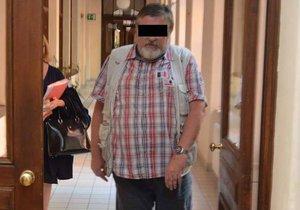 Vlastimil F. z Brna znásilnil dvě své šestileté vnučky. Odsedí si za to sedm let.