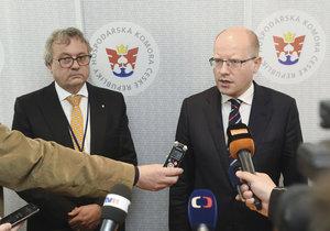 Prezident Hospodářské komory Dlouhý a premiér Sobotka na sněmu v Olomouci