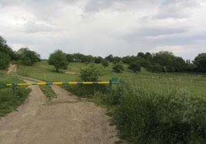 Zkraťte si cestu pěší stezkou z Benic až do Pitkovic. V parných dnech se tu i osvěžíte