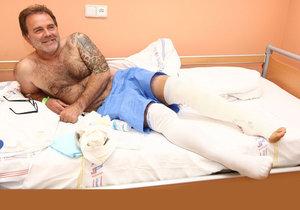 Jakub je po operaci kolene.