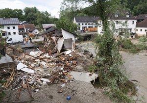 Místní záplavy si v Evropě vyžádaly nejméně deset životů.