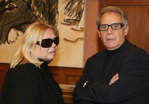 Josef Laufer s manželkou Irenou, která právě bojuje v nemocnici o život.