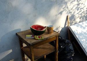 Rodiče se třemi dětmi přespávali v opuštěném domě v Jeseniově ulici na Žižkově.