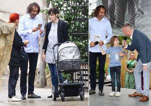 Jakub vyvedl rodinku do zoo.