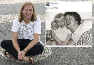 Tomáš Klus ukázal fotku s tátou a fanoušci šílí nadšením. To je podoba!