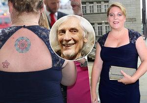 Dcera Petra Hapky Petra vytasila výstřih a tetování.