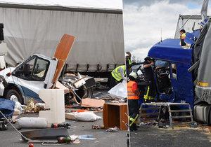 Při nehodě zemřeli tři lidé.