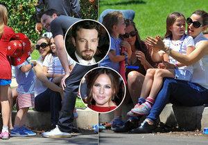 Jennifer Garner vzala záletného Bena Afflecka na milost a stáhla rozvodové papíry. Rodinka byla viděna na oslavách Dne nezávislosti.
