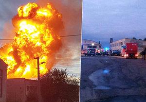 Družstvo na Nymbursku v plamenech: Okolím se rozléhaly výbuchy, kouř byl vidět na kilometry