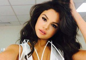 Selena Gomez zrušila koncert v Praze.