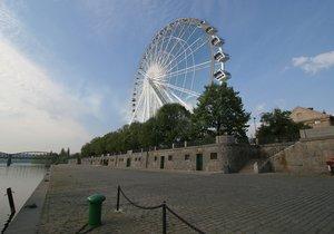 Ruské kolo mělo být 60 metrů vysoké.