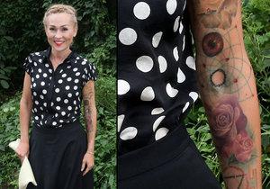 Kateřina Kaira Hrachovcová ukázala obří tetování.
