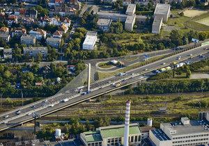 O víkendu nebude vůbec možné přejet po lanovém mostě na Jižní spojce v Praze!