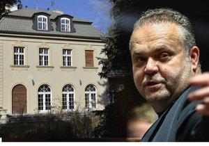 Vila Radovana Krejčíře, ze které prchl policii, se zatím stále nevydražila.