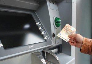 Bankomat vyplácel lidem víc, než chtěli. Klienti si výběry užívali až do limitu