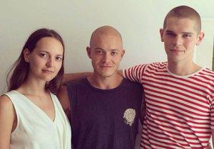 Bronte se svým bratrem Samuelem a jeho přítelem Bradleym