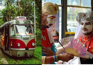Po Praze jezdila duhová tramvaj. Cílem akce bylo varovat lidi před šířením HIV.