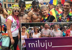 Praha zažívá nejteplejší den v roce. Centrem města procházejí nejen gayové, lesby, transsexuálové a bisexuálové.