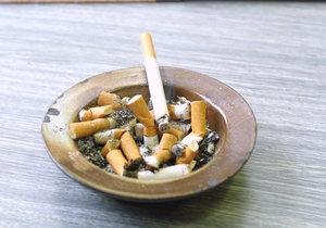 """Kouřil na vlastním balkoně, soud mu za to """"napařil"""" pokutu. Musí odškodnit souseda"""