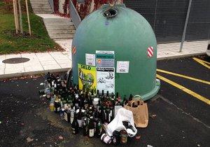 Úklid odpadu, který se nachází mimo nádoby, stojí Prahu desítky milionů korun ročně.