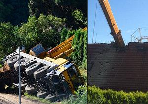 V Miškovicích spadl jeřáb na dům. Jeřábníka odvezla zdravotnická záchranná služba, policie na místě vyšetřuje, zda došlo k pochybení ze strany zaměstnanců, nebo k technické závadě.
