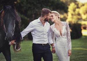 Hana a André Reinders mají na svatebních fotografiích i Hančinu další lásku - koně!