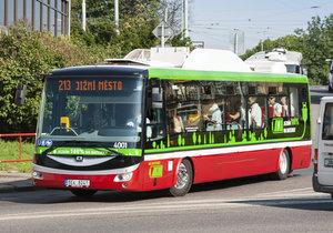 Trolejbusy se stanou z elektrobusů, které už v Praze jezdí.
