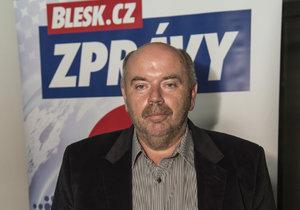 Vítězslav Lapčík z KSČM zastupoval v debatě lídra kandidátky Mařáka.