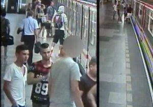 Policie pátrá po šesti mladících, kteří 25. července bezdůvodně fyzicky a slovně napadli dva cestující. Poznáte je?