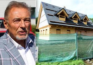 Slavík Karel Gott má problémy se stavbou roubenky!