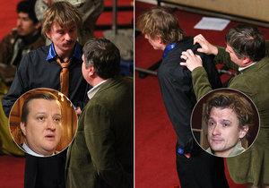 Tomáš Měcháček se nechal drbat na zádech od zlého bankéře Tomáše Jeřábka.