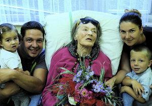 18. 9. 2016 13:43 hod. Praha-Motol: Prasynovec Julien se svou rodinou udělal Lubě neuvěřitelnou radost. Víc než květiny a dort ji potěšila jejich přítomnost u lůžka.