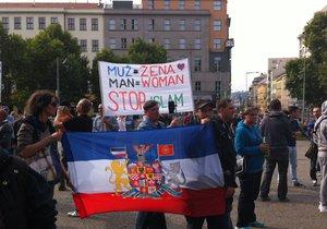 Demonstrace proti islamizaci se konala ve čtyřech městech, v Praze na náměstí Míru.