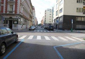 Zóna 30 na Letné se ještě víc zpřehlední: upravuje se vzdálenost parkovacích stání od přechodů.