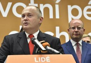 Jihomoravský hejman Michal Hašek a premiér Bohuslav Sobotka na tiskovce ČSSD krátce před krajskými volbami