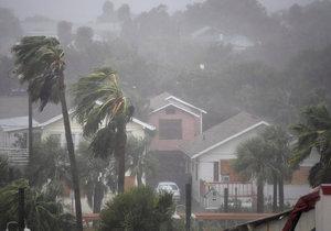 Spojené státy zatím podle agentury AFP hlásí čtyři mrtvé v důsledku hurikánu Matthew.