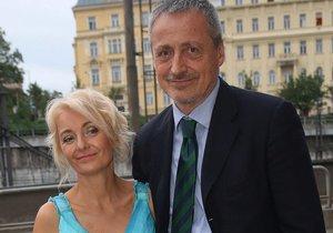 Veronika Žilková s Martinem Stropnickým v červenci na koncertu k 70. narozeninám Vlastimila Harapese.