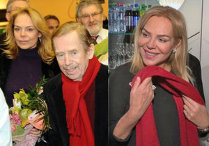 Dagmar Havlová nosí šálu po manželovi.