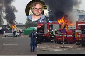 Dramaticky začalo nedělní ráno filmařů natáčejících trilogii Zahradnictví režiséra Jana Hřebejka v Jaroměři na Náchodsku. V jejich zázemí poblíž nádraží propukl požár, který po sobě zanechal škodu kolem 2,5 milionu korun.