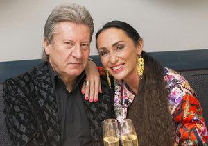 Sisa Sklovská s manželem se skoro nevidí.