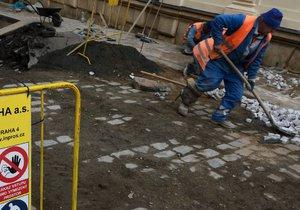Některé ulice v Praze čekají rekonstrukční práce a úpravy. (ilustrační foto)