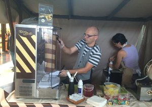 Čokoládový kebab se na pohled připravuje stejně jako ten masový.