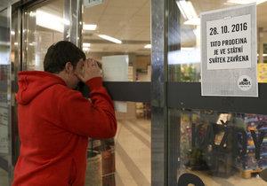 17. listopadu takto smutně u svého obchodu stát nebudete, bude otevřeno