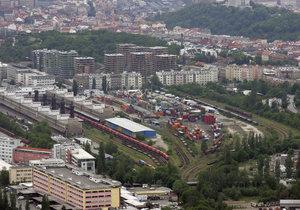 Železniční překladiště na Žižkově se má přestěhovat do Malešic.