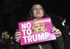 Protesty a násilnosti propukly dnes převážně na západě USA po vyhlášení vítězství republikánského kandidáta Donalda Trumpa v prezidentských volbách