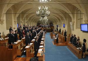 Nově zvolení senátoři složili slib a ujali se mandátu.