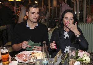 Milenci Hana Gregorová s Ondřejem Koptíkem se na křtu knihy Haliny Pawlowské cpali šunkou.